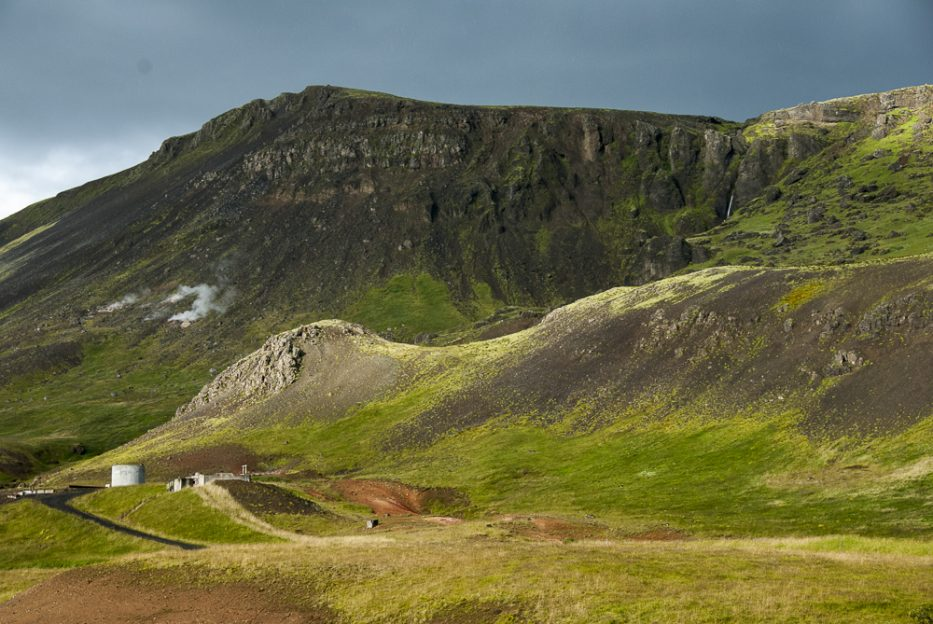 You will have superb views already along the way from Hveragerdi to the parking place at the foot of Reykjadalur valley