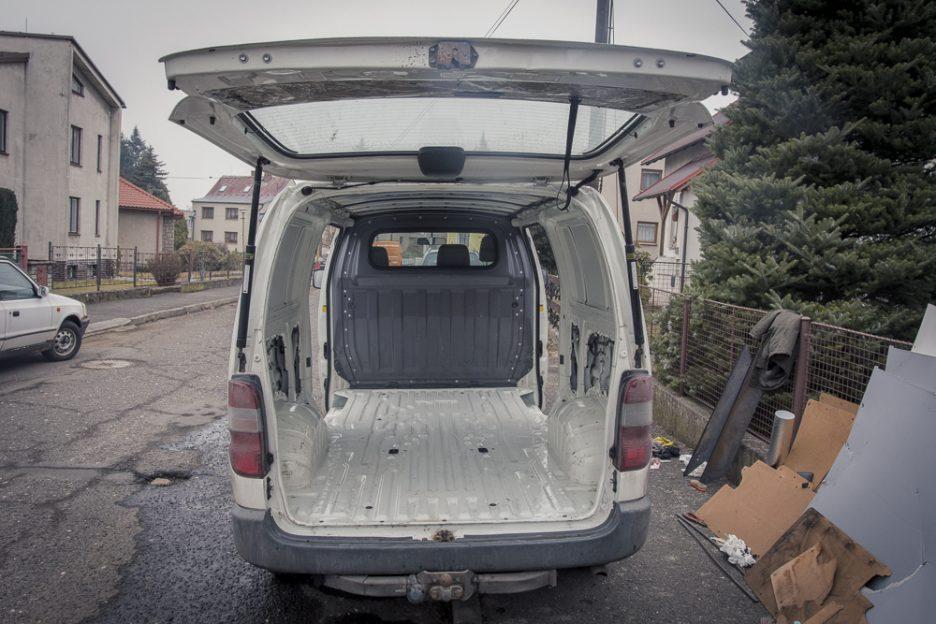 přestavba dodávky podlaha