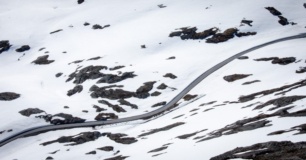 norské silnice po zimě
