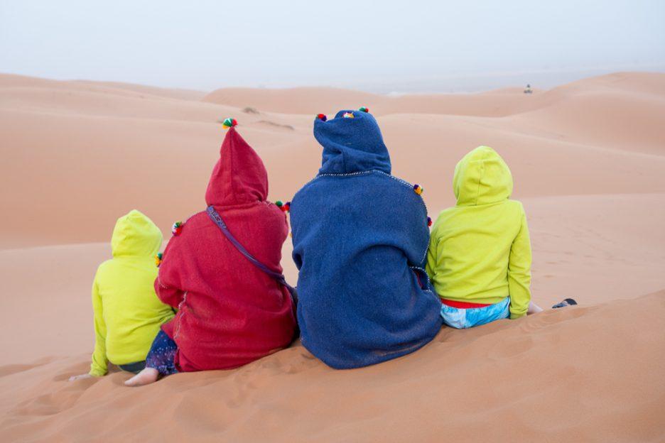 Maroko děti v poušti