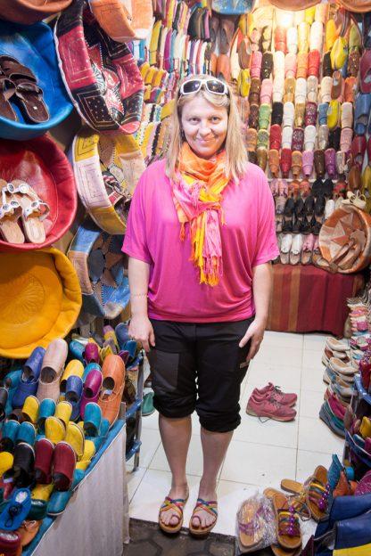Maroko s dětmi nakupování v Marakéši