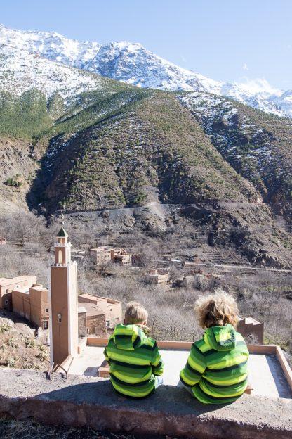 Maroko s dětmi - kluci v pohoří Atlas