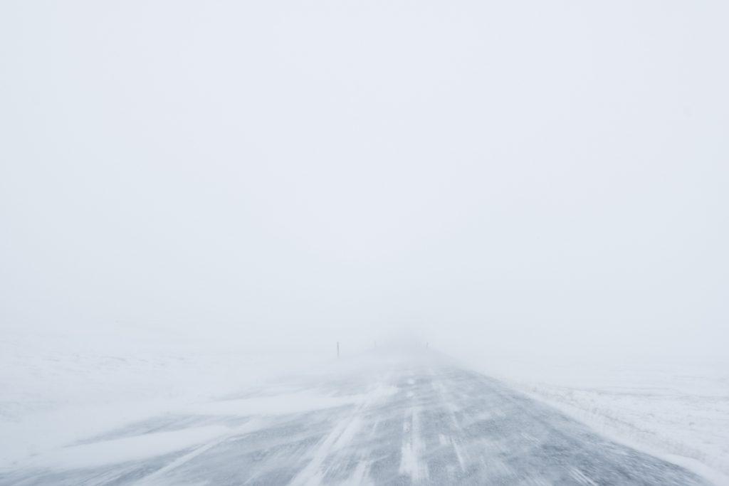 Pronájem auta na Islandu: řízení v zimě sněhová bouře