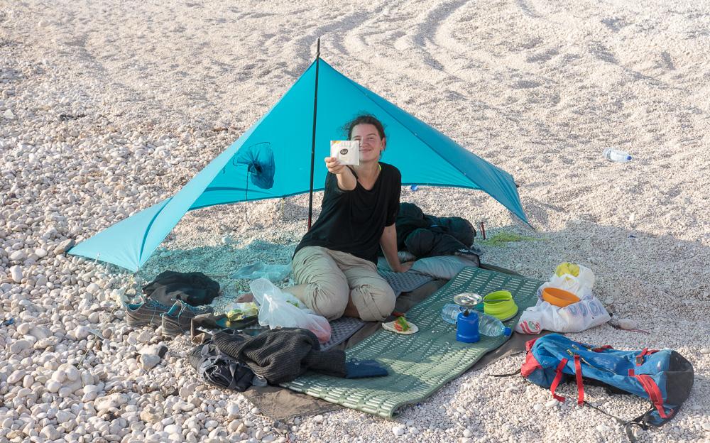 Dárky pro cestovatele - pončo tarp - kempování v Ománu