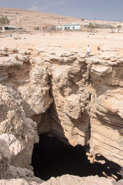 Omán jeskyně Majis Al Jinns
