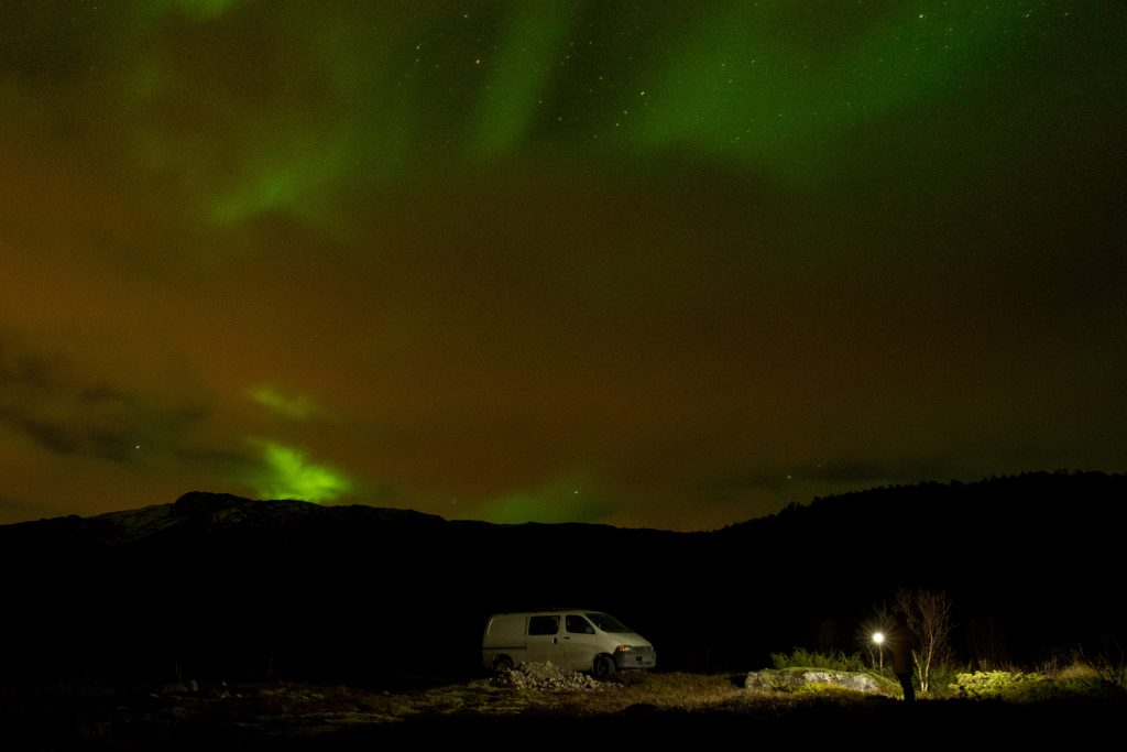 použití čelovky Fenix HM51R Ruby při roadtripu po severním Norsku