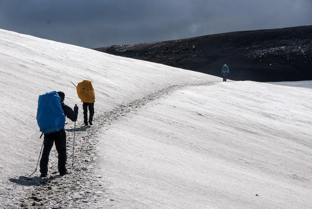 I v průběhu léta leží na částech treku sníh. My jsme ho šli v půlce srpna!