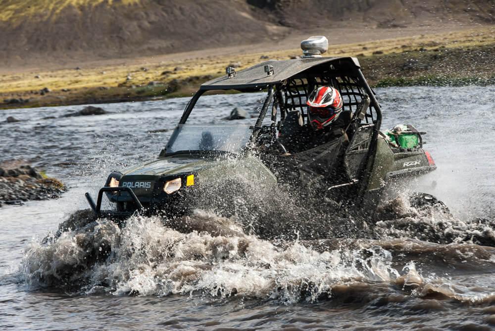 Půjčení auta na Islandu vnitrozemí