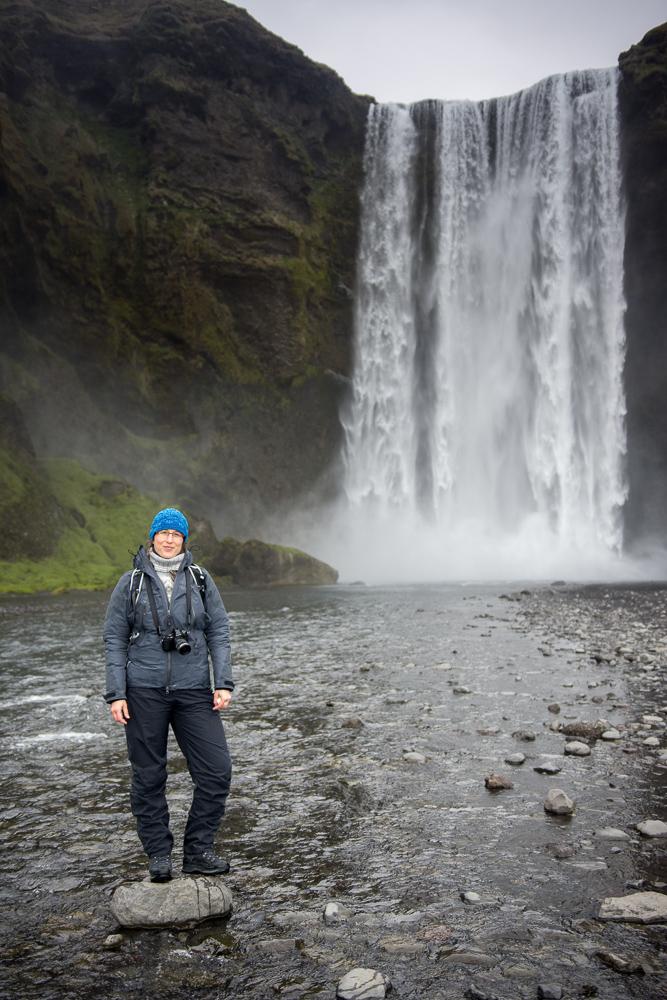 Island na jaře: vodopád Skogafoss
