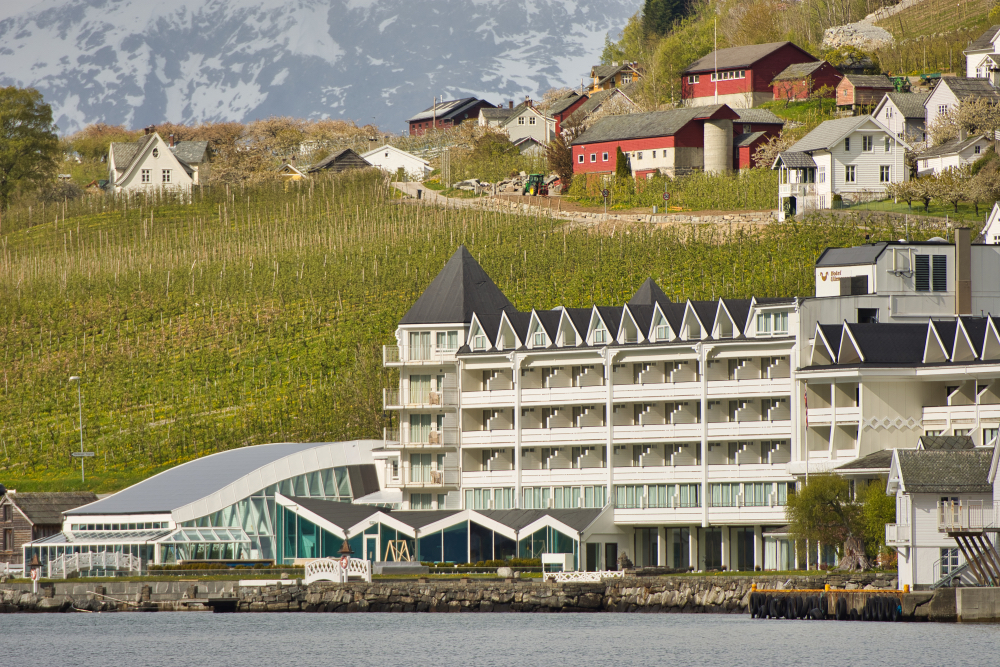 Luxury accommodation in Hardanger: Hotel Ullensvang