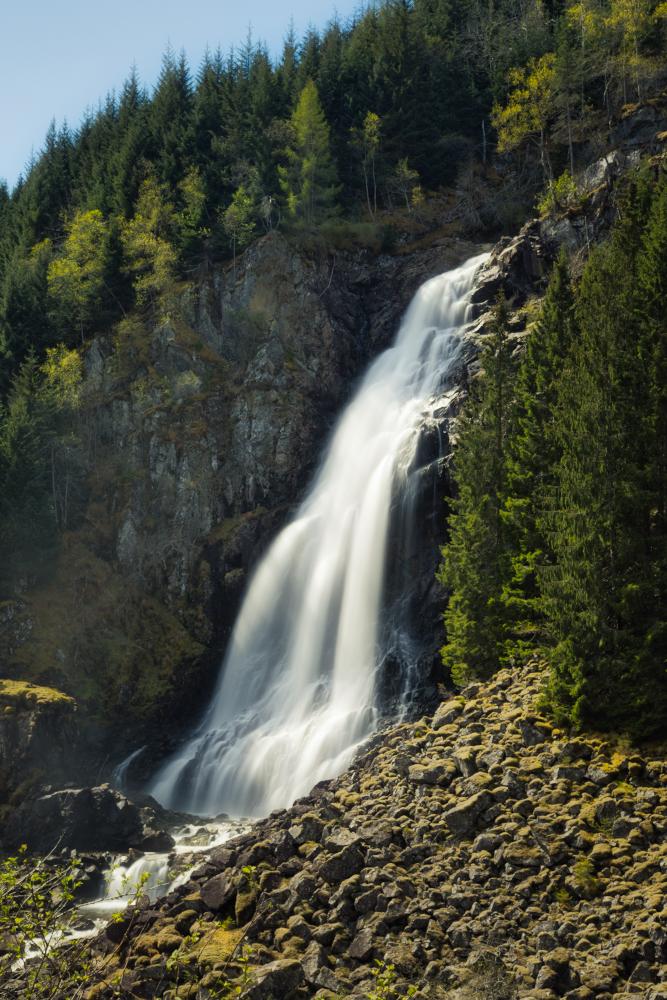 Vodopád Espelandsfossen poblíž vodopádů Låtefossen u Oddy
