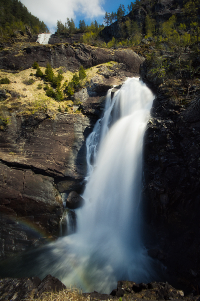 Vodopád Låtefossen v údolí Oddadalen