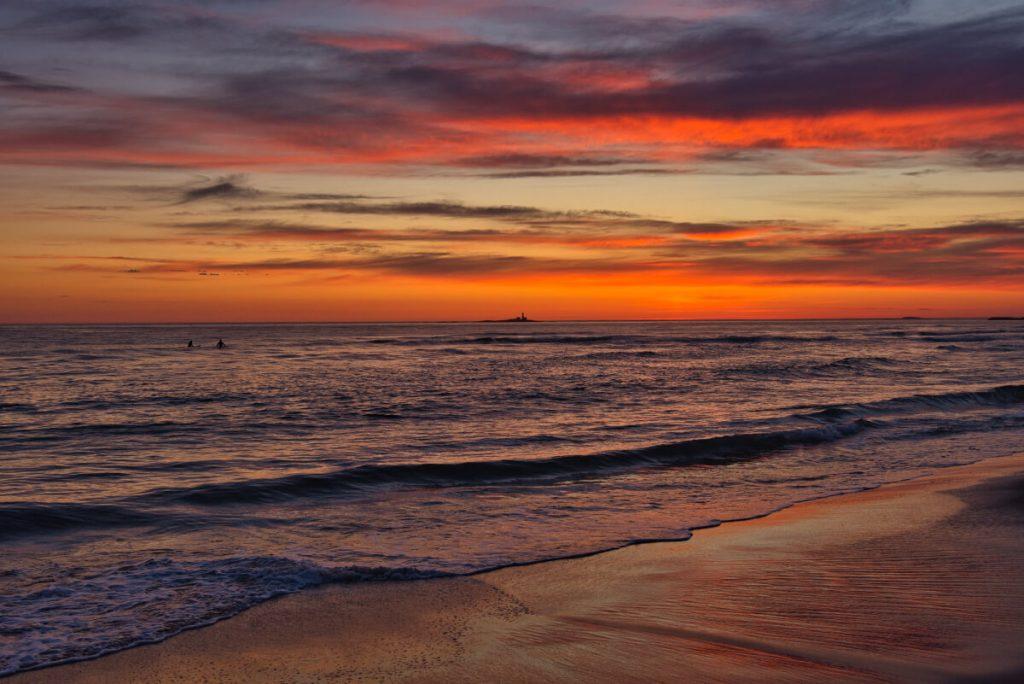 Západ slunce na pláži Borestranda poblíž Stavangeru