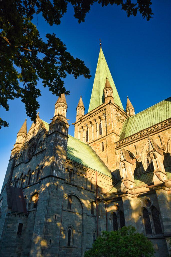 Katedrála Nidarosdomen v Trondheimu v Norsku