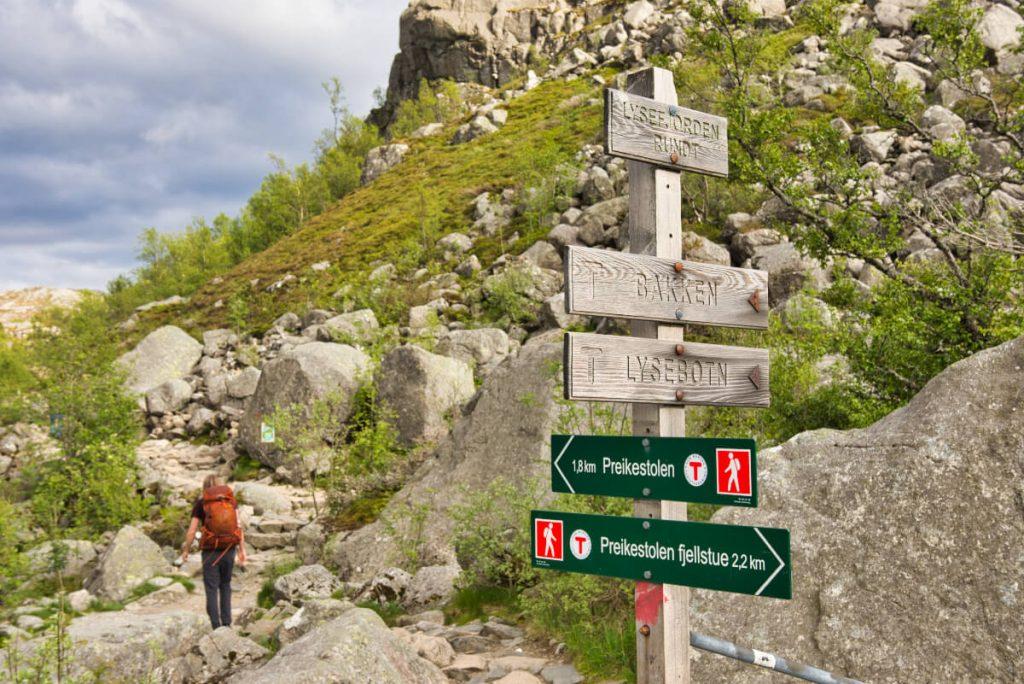 Poslední úsek cesty na norskou skalní Kazatelnu