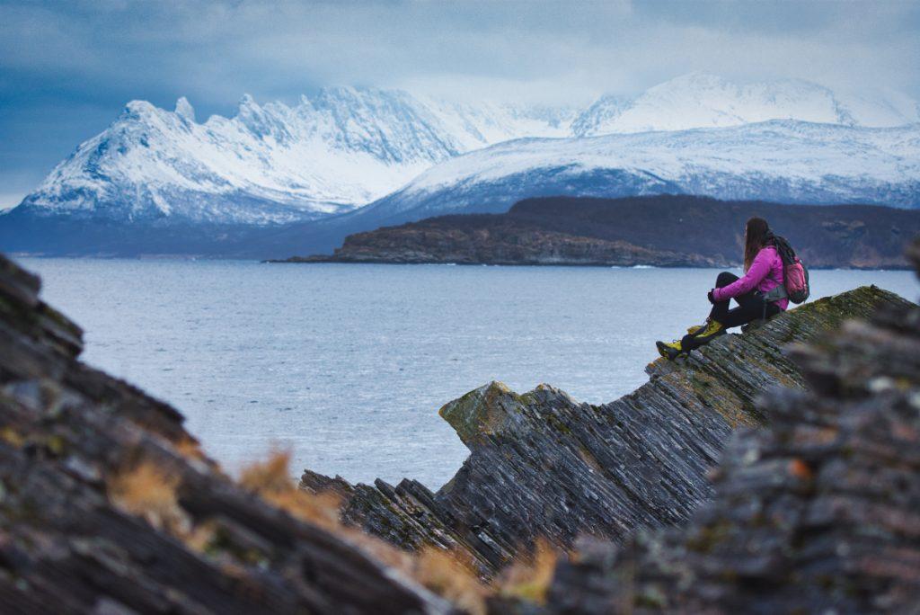 Procházka po ostrově Skjervoy v Norsku, kam se jezdí za pozorováním kosatek