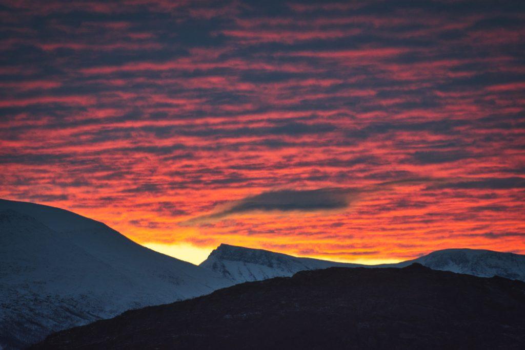 Východ slunce na Skjervøy, Norsko