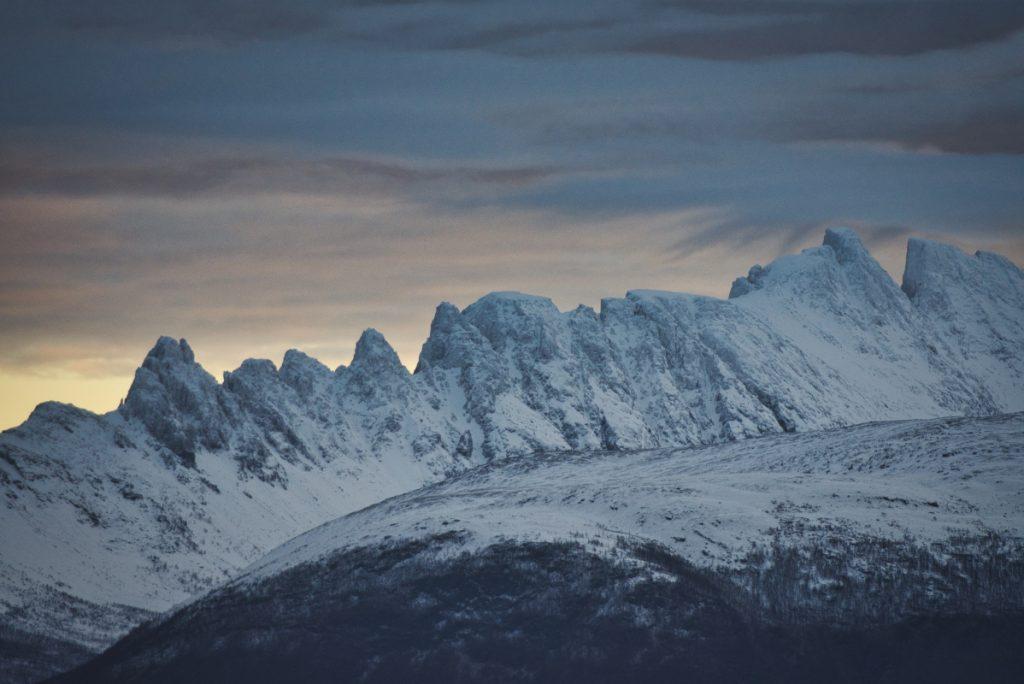 Hory v okolí Skjervøy, Norsko
