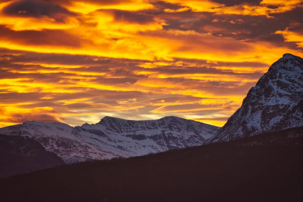 západ slunce na severu Norska v listopadu