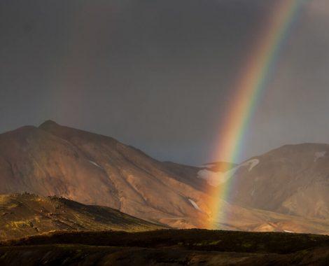 Duha v Duhových horách na Islandu